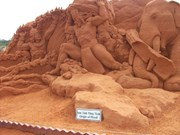 Vietnam's first sand statue park attracts visitors