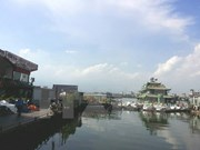 Boats, floating houses booted from West Lake