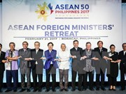 Ministers agree to turn ASEAN into example of regional organisation