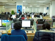 VN Index struggles to maintain growth