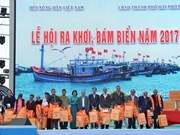 """Vice President attends """"going out to sea"""" festival in Hai Phong"""