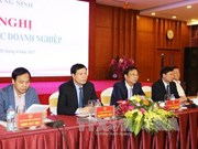 Quang Ninh authorities talk with businesses