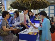 Travel agencies offer big discounts at Hanoi int'l travel mart