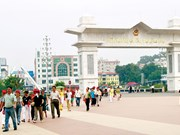 Lao Cai int'l border gate records positive growth in trade