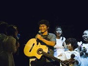 One-armed guitarists from Vietnam, Japan perform in HCM City