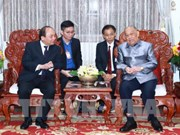 PM Nguyen Xuan Phuc visits Lao former Party, State leaders