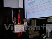 Vietnam presents Friendship Medal to former Argentinean Ambassador