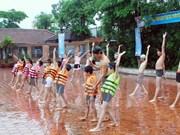 Da Nang works to teach children to swim