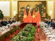 President reiterates friendly ties with China during talks