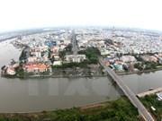 Symposium on building smart cities in Vietnam