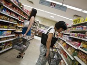 Singapore's inflation remains low in April