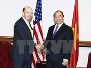PM Nguyen Xuan Phuc greets US Secretary of Commerce