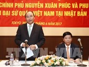 PM visits Vietnam embassy, expatriates in Japan