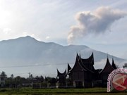 Indonesia: Marapi volcano in West Sumatra erupts