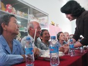 Vice President presents gifts to Ca Mau elderly, orphans