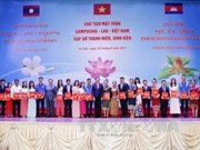 Vietnam, Laos, Cambodia front chiefs meet outstanding students