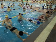 HCM City children learning to swim