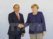 Prime Minister Nguyen Xuan Phuc talks with German counterpart
