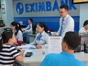 Banks cut short-term deposit interest rates