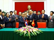Vietnamese, Lao Party offices sign cooperation agreement