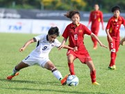 VN, Thai female footballers share opportunity to win SEA Games title