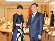 Deputy PM Vuong Dinh Hue receives foreign ambassadors
