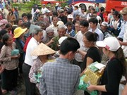 Kon Tum: gifts to disadvantaged people on Vu Lan Festival