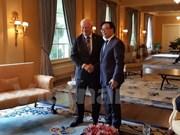 Vietnamese Party delegation visits Canada
