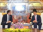 Singapore, Hanoi seek cooperation in digital technology