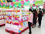 Gift market bursting ahead of Vietnamese Women's Day