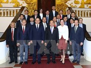 Prime Minister urges higher bilateral trade with Laos