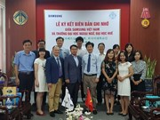 Vietnamese students get Samsung Korean Scholarships