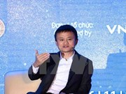 Billionaire Jack Ma talks with Vietnamese students