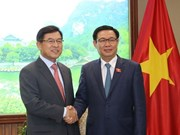 Deputy PM Vuong Dinh Hue meets with Samsung Vietnam leader