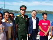 Philippines returns five Vietnamese fishermen