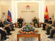 General staff chief Phan Van Giang meets Russian naval commander