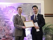 Vietnamese scholar presented with French chevalier