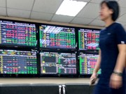 VN-Index up as divestment disappoints