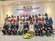 Vietnamese students receive AEON Scholarships