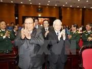 Lao leader talks with former Vietnamese volunteer soldiers