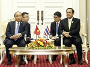 PM Nguyen Xuan Phuc meets Thai counterpart