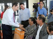 President gives Tet gifts to workers in Binh Duong