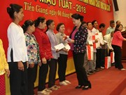 NA Chairwoman presents Tet gifts to needy people
