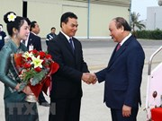 PM Nguyen Xuan Phuc arrives in Laos for government committee meeting