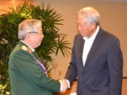 Vietnam's senior officer meets defence ministers of Singapore, China