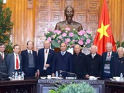 PM meets Vietnamese contributors to Cambodian revolution