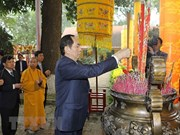 President offers incense at spring festival in Thang Long citadel