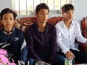 Education minister awards student in Soc Trang for honesty