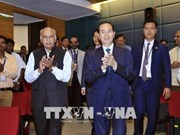 President Tran Dai Quang talks with Vietnamese expats in India