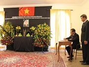 Int'l friends, overseas Vietnamese bid last farewells to former PM